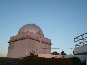 Cúpula do Observatório Pico dos Dias, situado em Brazópolis e mantido pelo Laboratório Nacional de Astrofísica.