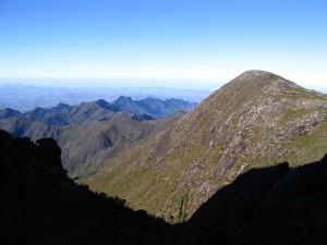 Vista da Serra do Caparaó, a partir de uma trilha que dá acesso ao Pico da Bandeira, o ponto mais alto do Estado